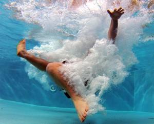 pool-519453_schmal
