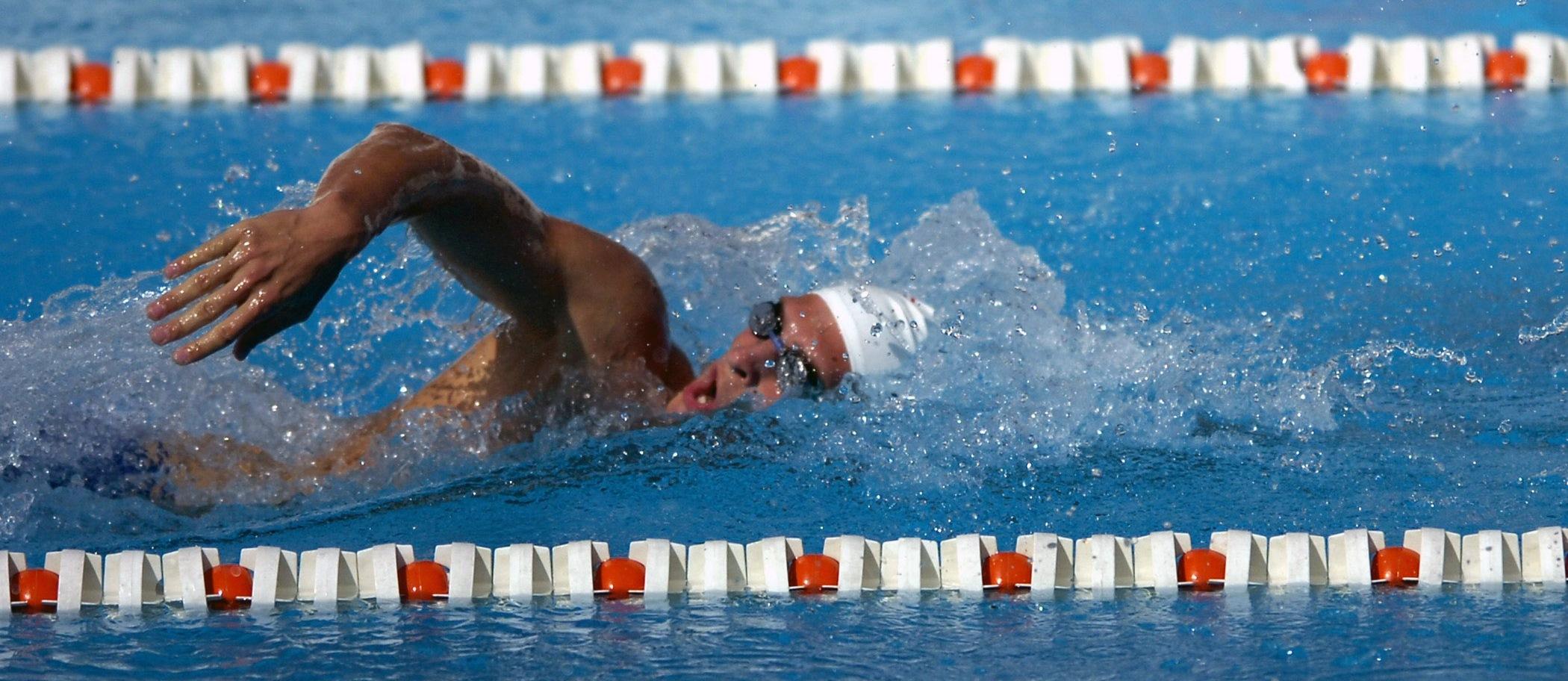 swimmer-563860_schmal